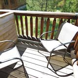 Traditional Cabin, 3 Bedrooms, Kitchen, Mountain View - Balcony