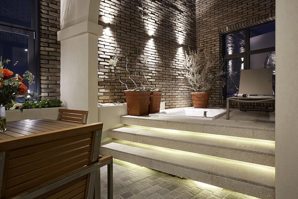 Classic Penthouse,Terrace,No Hotwater at Terrace(Dec-Mar) - Ban công