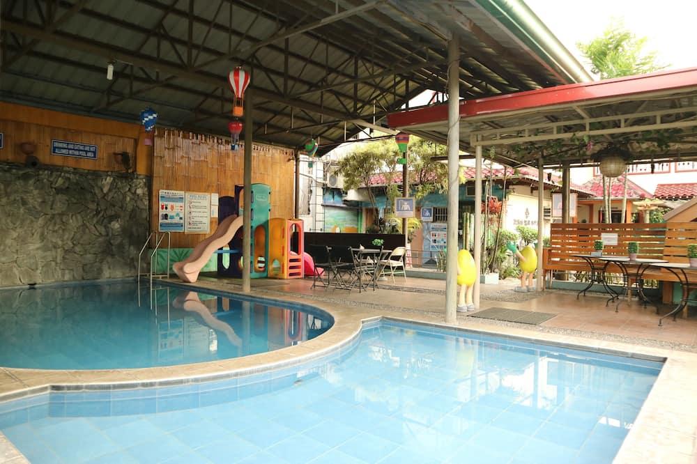 Bain à remous intérieur/extérieur
