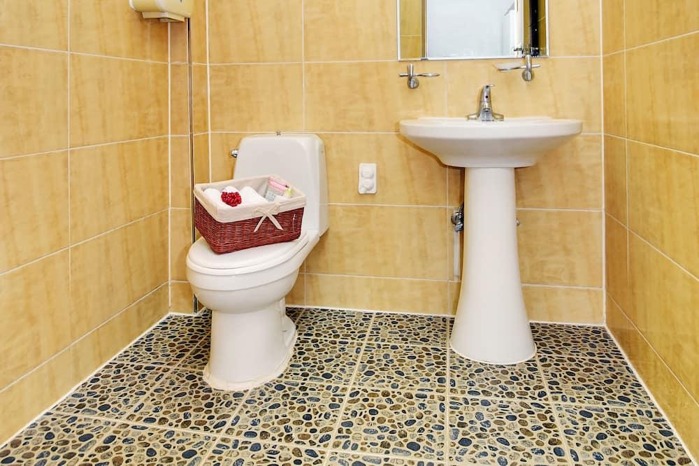 Standard Room (5-person) - Bathroom