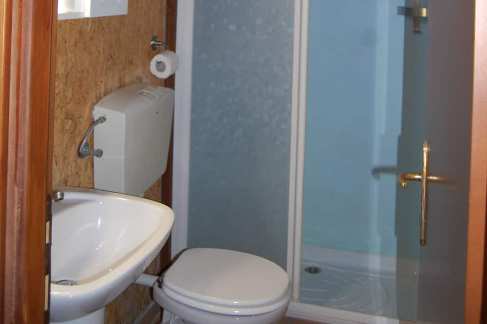 Bungalow (6 pax) - Bathroom