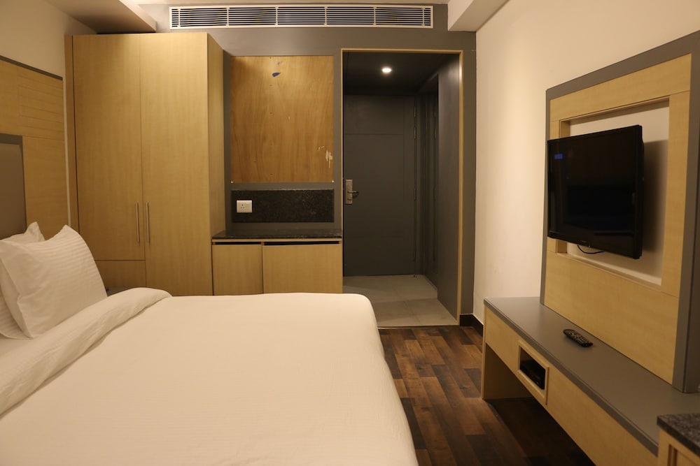 Hotel Superb, New Delhi, Deluxe Double Room, Guestroom