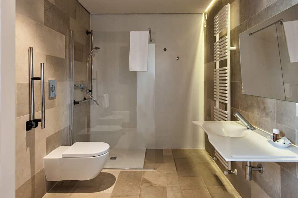 Стандартная студия (3 people) - Ванная комната
