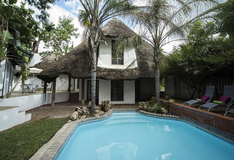 Out of Africa Guest House, Otjiwarongo, Sundlaug