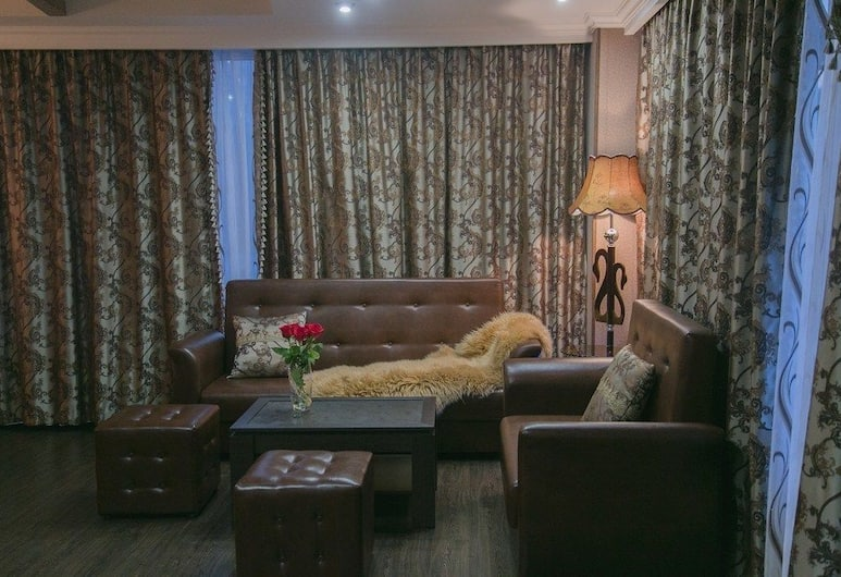 Yunost Hotel, Jekaterinburg, Deluxe-Doppelzimmer, Wohnbereich