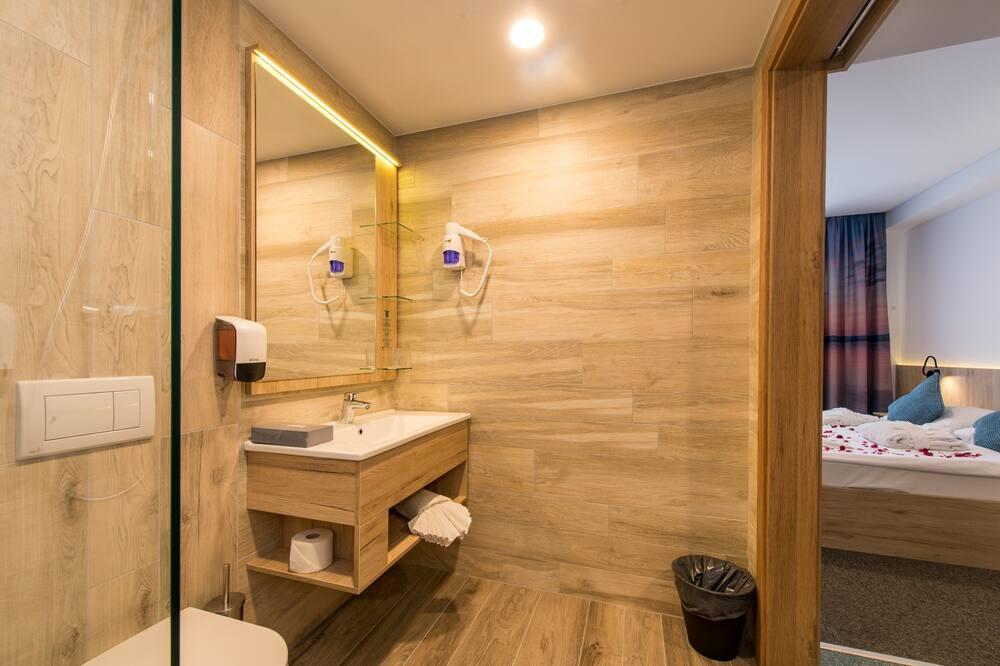 Standard szoba kétszemélyes ággyal, kilátással a városra - Fürdőszoba