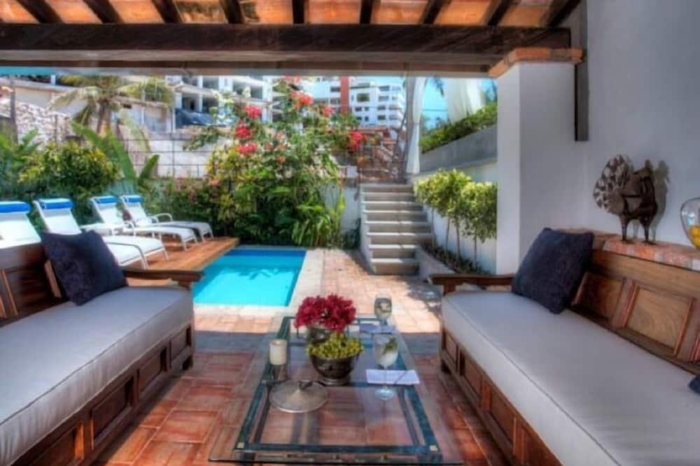 Вилла «люкс», 3 спальни, отдельный бассейн, с выходом в сад - Терраса/ патио