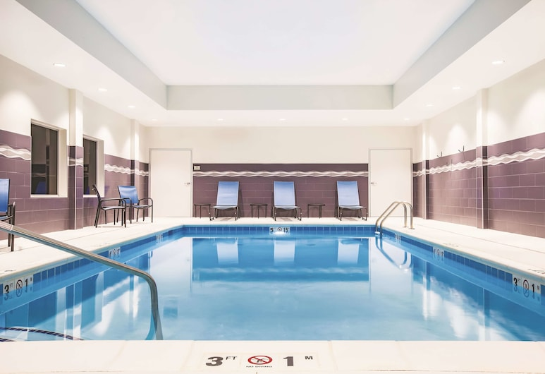La Quinta Inn & Suites by Wyndham Wichita Northeast, Wichita, Piscina