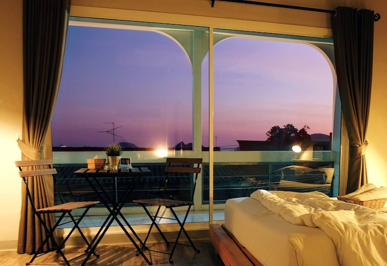 Sattahiptale Boutique Guest House & Hostel, Sattahip, Room, 1 Queen Bed, Non Smoking, Partial Sea View, Guest Room