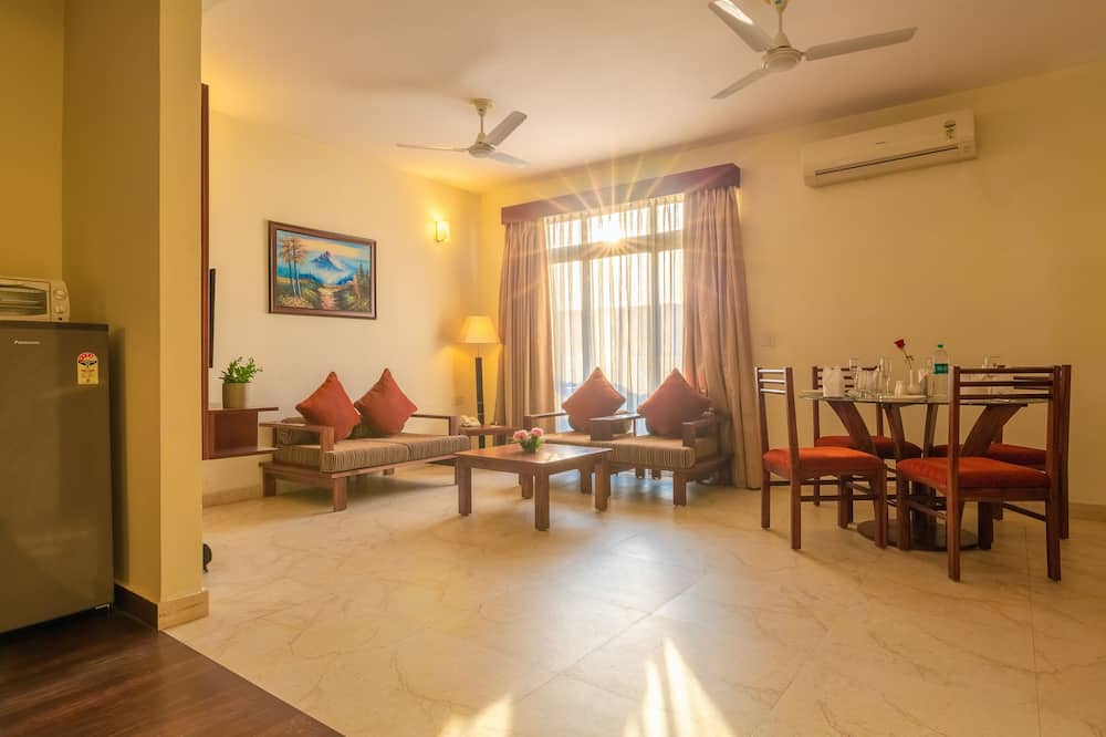 Deluxe Apartment, 1 Bedroom, Kitchenette, Executive Level - Living Area
