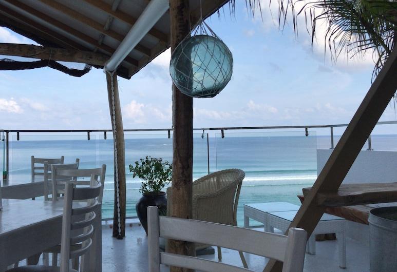 Island Beach House, Hulhumalé, Terrass