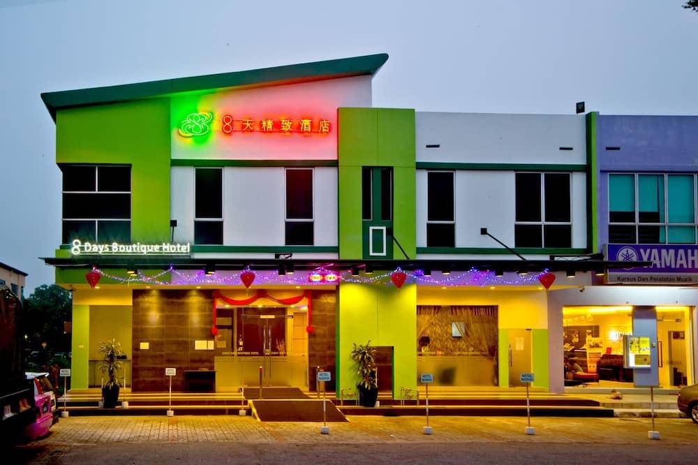 Eight Days Boutique Hotel @ ImpianEmas Skudai