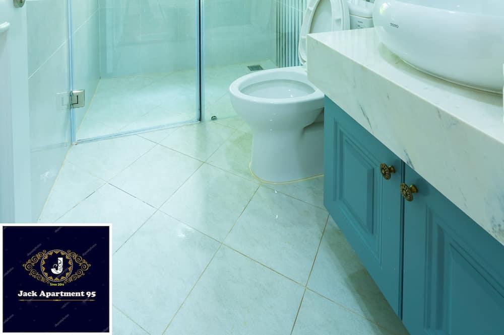Studija su pagrindiniais patogumais - Vonios kambarys