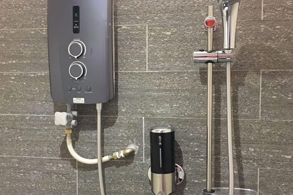 Standardværelse - Bruser på badeværelset