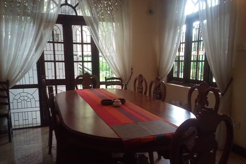 ジュニア スイート - 室内のダイニング