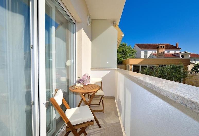 Apartments Villa Karla, Zadar, Apartmán typu Deluxe, 1 veľké dvojlôžko s rozkladacou sedačkou, balkón, výhľad na záhradu, Balkón