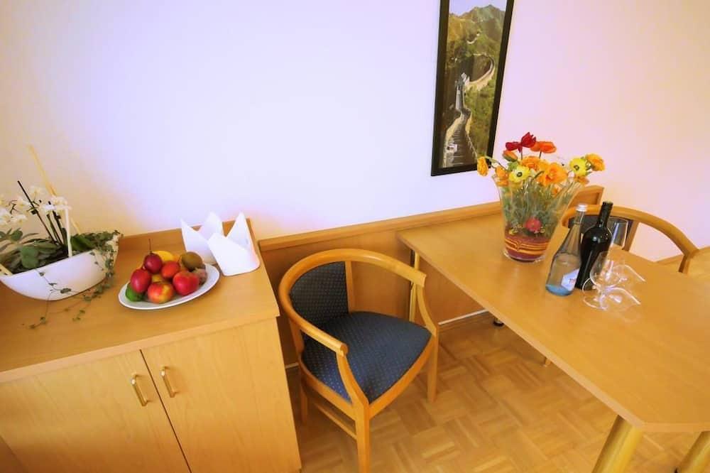 Apartman, 1 spavaća soba, čajna kuhinja - Obroci u sobi