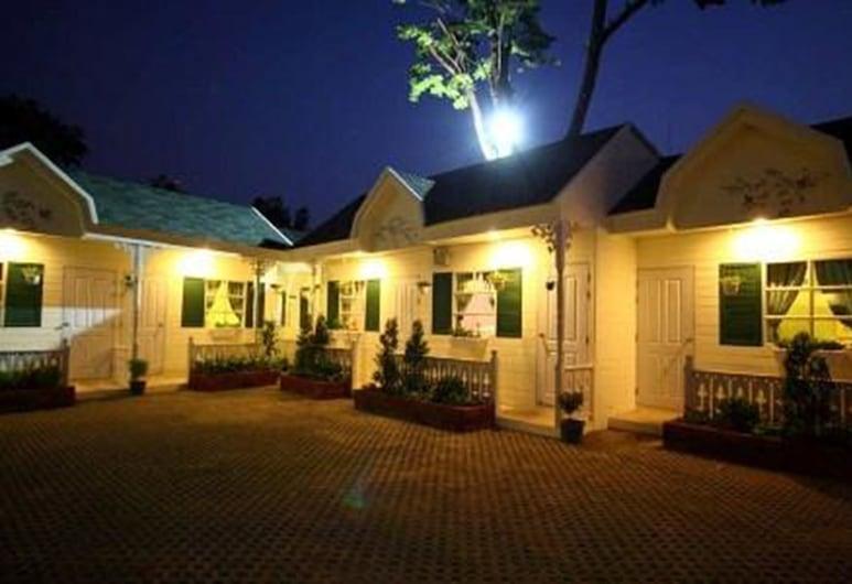 Oberry Resort, Bangkok, Voorkant hotel - avond/nacht