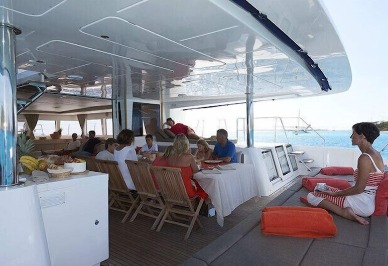 Dream Yacht Charter Private Crewed Yacht, Marigot, Cabin, 6 Bedrooms, Ocean View, Oceanfront, Terrace/Patio
