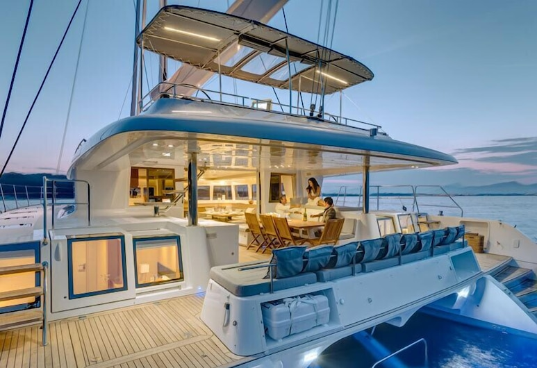 Dream Yacht Charter Private Crewed Yacht, Marigot