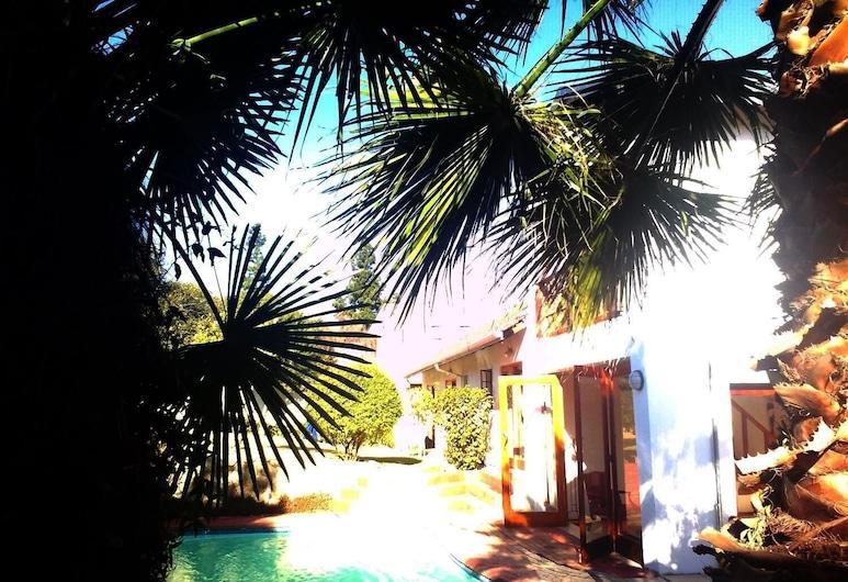 Mizizi House of Sandton Bed & Breakfast, Sandton, Pool