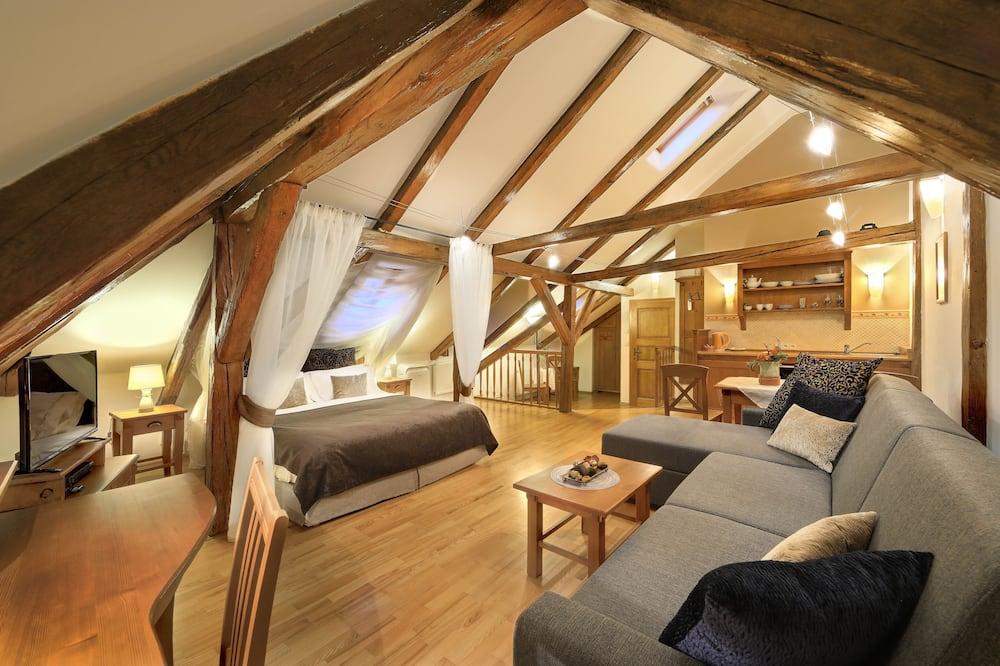 Honeymoon Suite, 1 Bedroom, Kitchen (1 Attic Castle View) - Room