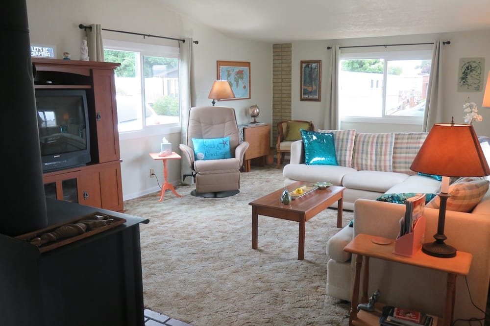 Mobile Home, 2 Bedrooms - Living Room