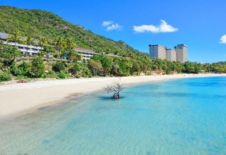 赫利柯尼亞格羅夫酒店 9, 哈密爾頓島, 海灘