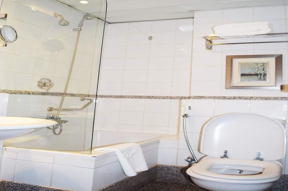 Triple Room - Bathroom