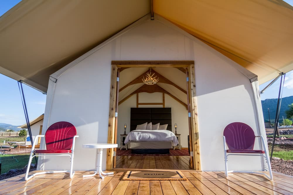 Lều tiện nghi đơn giản, 1 giường cỡ queen, Sân hiên, Quang cảnh núi - Sân thượng/sân hiên