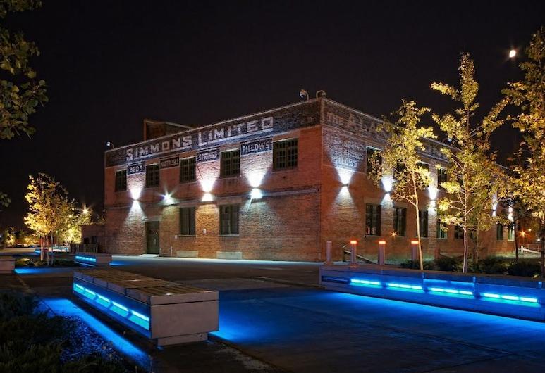 Monki-Di Executive Suites - First, Calgary, Fassade der Unterkunft – Abend/Nacht