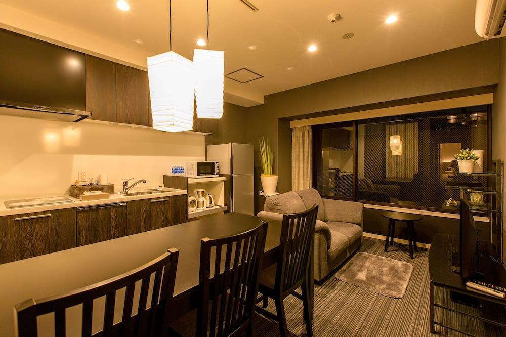Lejlighed - køkken - udsigt til have (East) - Spisning på værelset