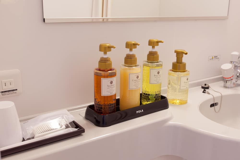 Twin Room, Non Smoking, Late Check-out until 12 Noon - Bathroom Amenities