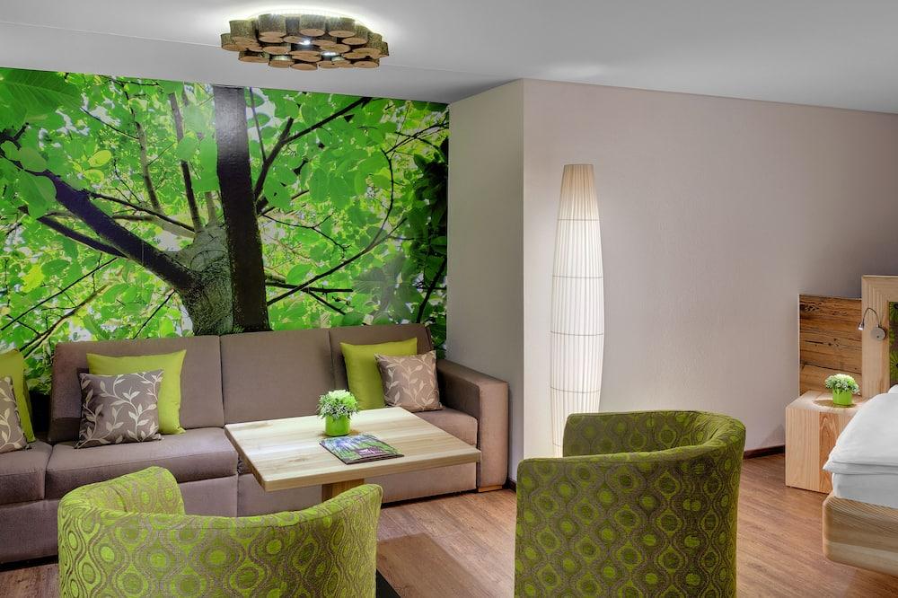 Suite, Balcony (Walnuss) - Living Area