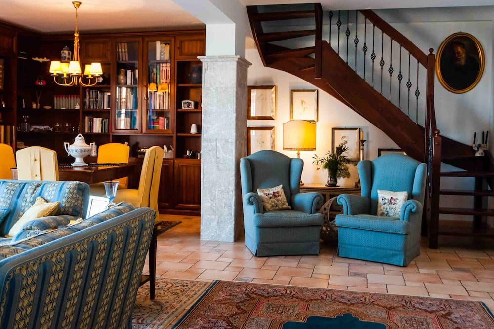 Apartment, 3 Bedrooms, Sea View, Mezzanine - Ruang Tamu