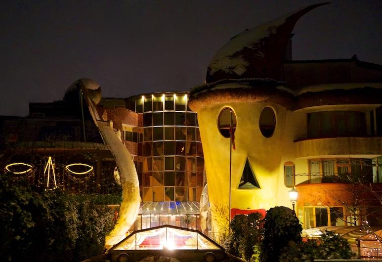 ALLVITALIS Traumhotel, Karlsruhe, Hotelfassade am Abend/bei Nacht