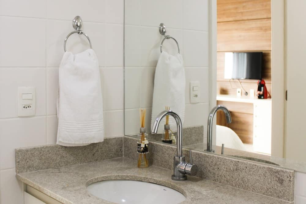 Standard Apartment (V 021) - Bathroom