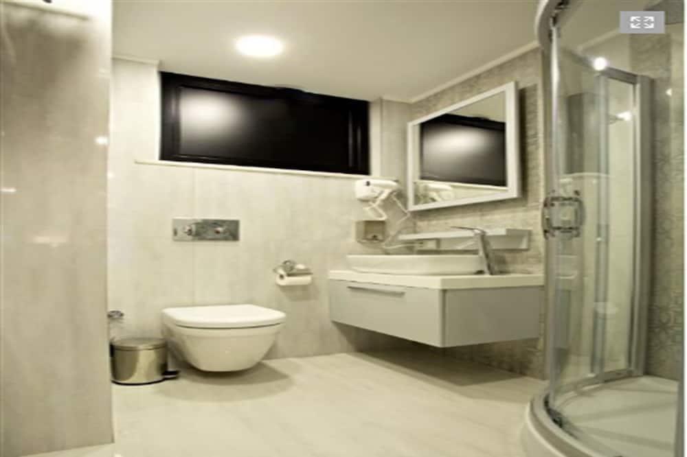 BUSINESS ROOM - Bathroom
