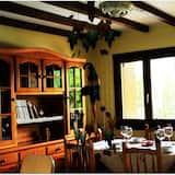 Namas su patogumais, sodas - Vakarienės kambaryje