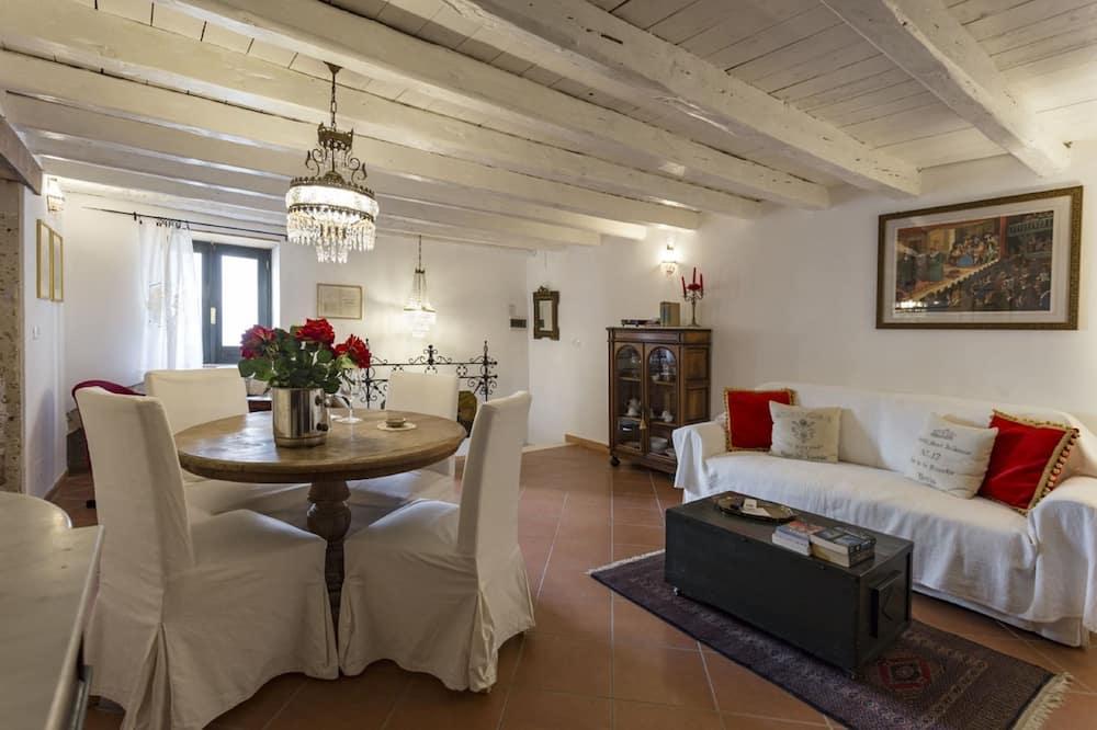 Апартаменти «Делюкс», 1 ліжко «квін-сайз» та розкладний диван, для курців, кухня - Житлова площа