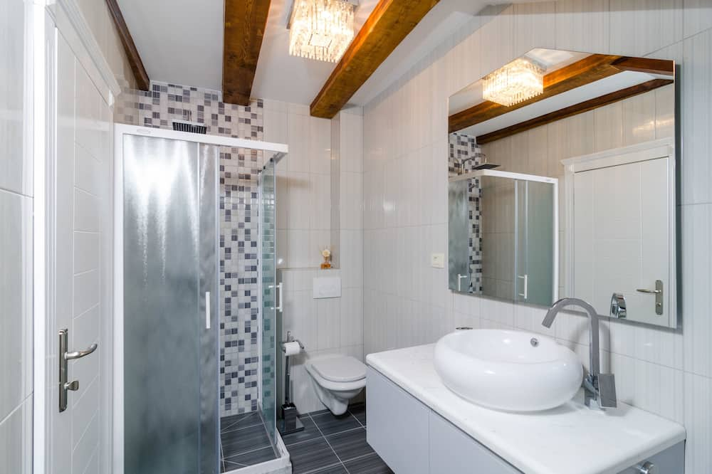 Superior Double or Twin Room, City View - Bathroom