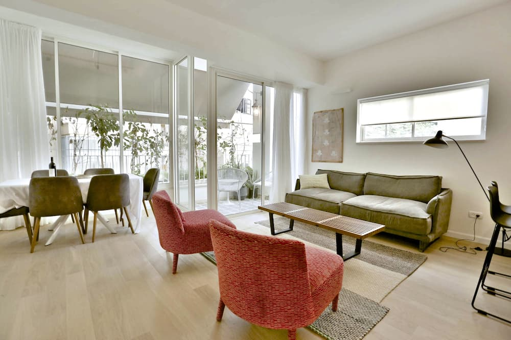 Apartment, 3 Bedrooms, Balcony, City View - Living Area