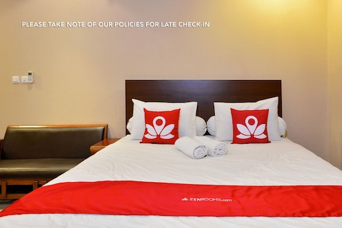 Book Zen Rooms Terogong Near Pondok Indah In Jakarta Hotels Com