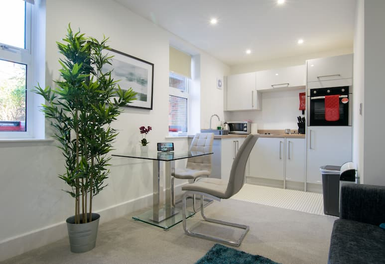 Stratford Central Apartments (Peymans), Stratford-upon-Avon, Standard Studio, Ground Floor, In-Room Dining