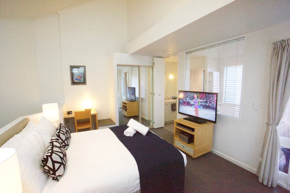Lorne Beachfront Accommodation 2 Bedrooms Guestroom