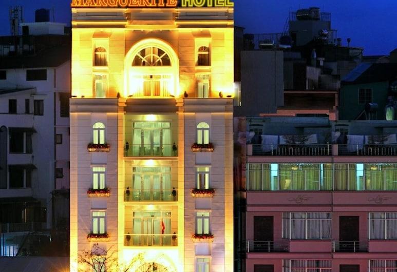 Khách sạn Marguerite, Đà Lạt, Mặt tiền khách sạn - Ban đêm