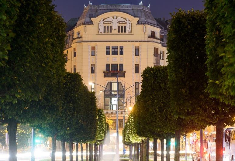 Karoly Corner Residences, Budapešť, Pohľad na zariadenie - večer