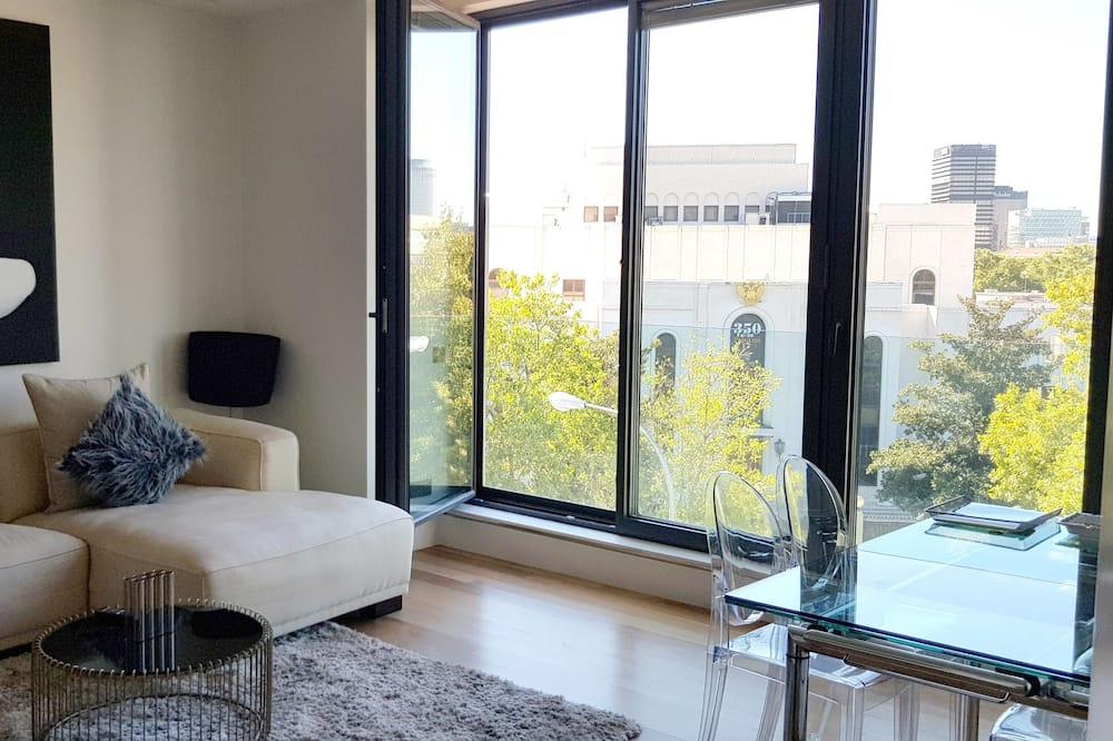 Apartment, 2 Bedrooms (3A) - Living Room