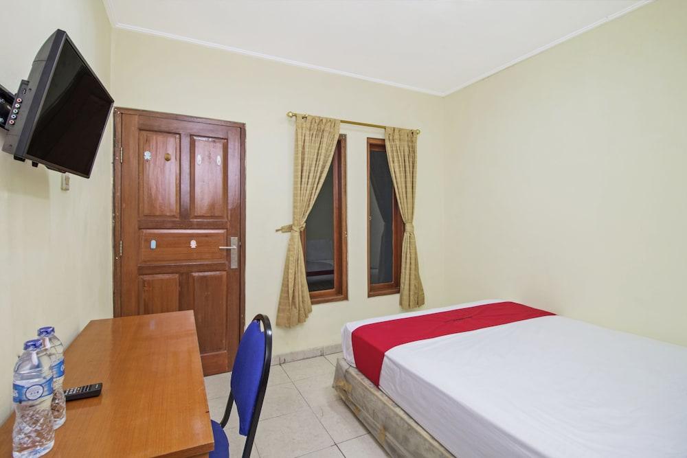 Book reddoorz plus near ciputra world kuningan 2 in jakarta hotels reddoorz plus near ciputra world kuningan 2 jakarta guest room gumiabroncs Images