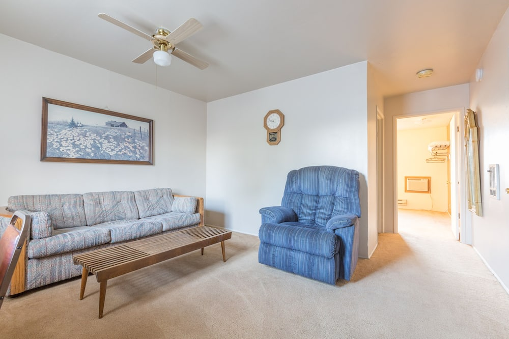 Phòng Suite Junior, Nhiều giường, Bếp nhỏ (Room 3) - Phòng khách